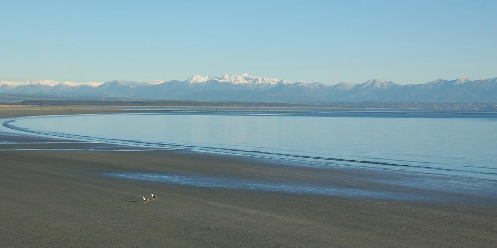 Tahunanui-Beach-in-winter